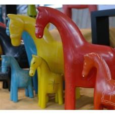 Paarden van zeepsteen 20 cm.